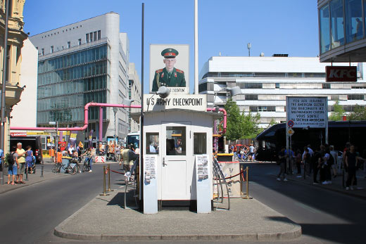 checkpoint charlie mauer in berlin. Black Bedroom Furniture Sets. Home Design Ideas
